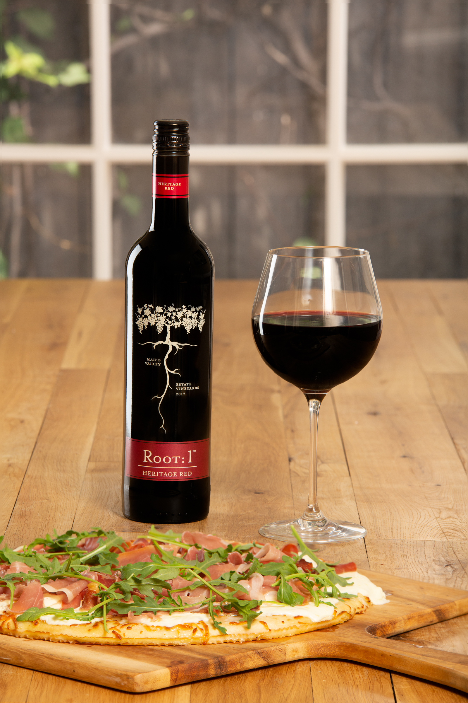 White sauce pizza with Chilean red wine by Root: 1